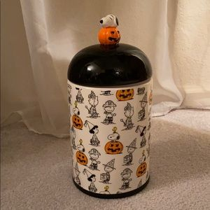 Peanuts snoopy halloween cookie jar